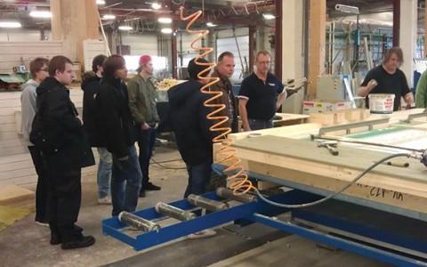 Ungdomar från Högsby Gymnasiet besökte Attacus i Fågelfors